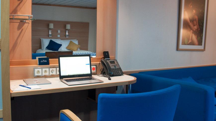 """Bild: Schreibtisch in der Kabine der """"La Pinta"""""""