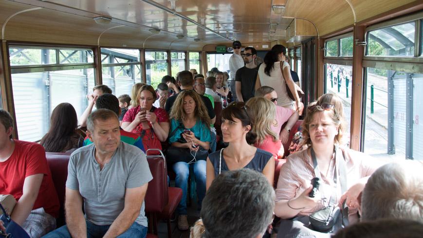 Bild: Drachenfelsbahn innen