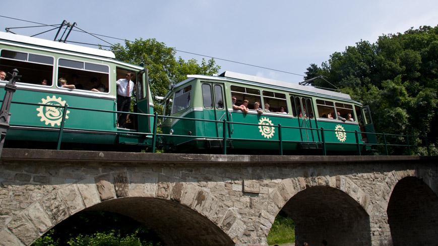 Bild: Drachenfelsbahn am Viadukt