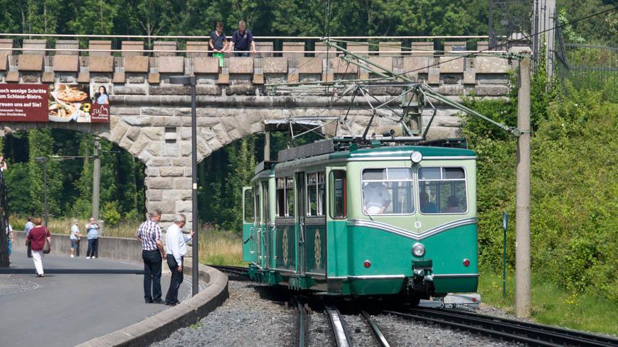 Bild: Drachenfelsbahn bei der Station Schloss Drachenburg