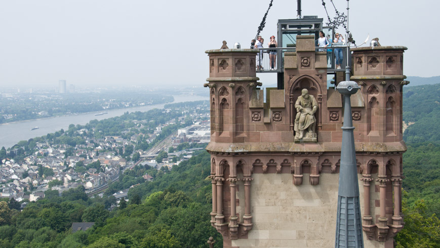 Bild: Schloss Drachenburg mit Blick Richtung Bonn