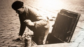 Bild: Kanalarbeiter - Bild: Riolenmuseum/Musee de Egouts Brüssel