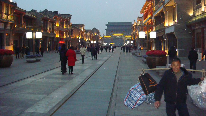 Bild: Qianmen Dajie in Peking