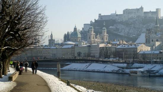 Bild: Altstadt Salzburg im Winter