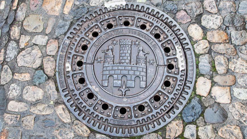 Bild: Kanaldeckel Freiburg im Breisgau