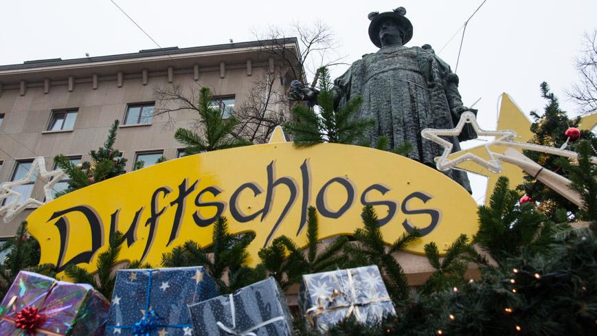 Bild: Vadiandenkmal in St. Gallen zu Weihnachten