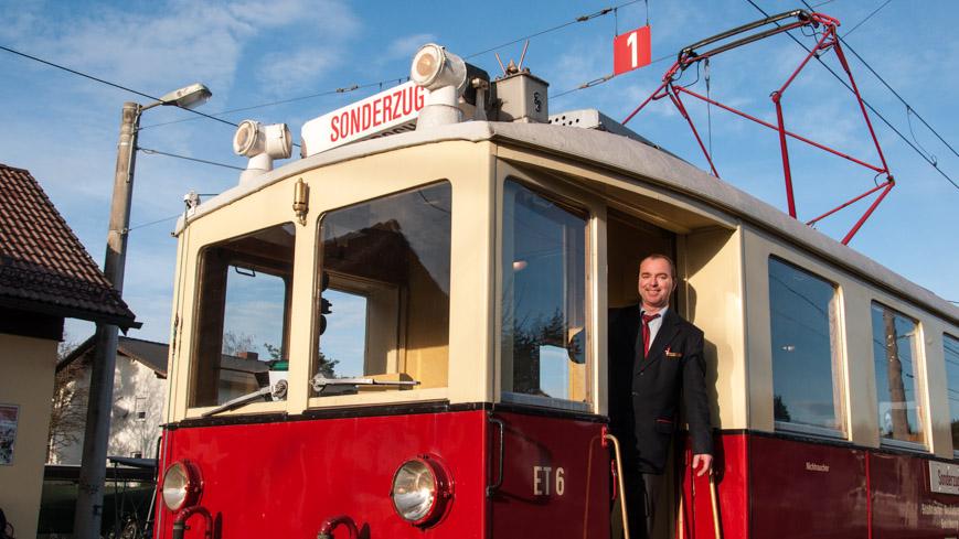 Bild: Rote Elektrische als Nostalgiezug der Salzburger Lokalbahn