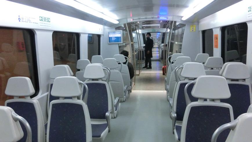 Bild: Delhi Airport Metro Express Innenraum