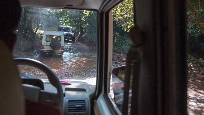 """Bild: Geländewagen/""""Jeep"""" zum Dudhsagar Wasserfall"""