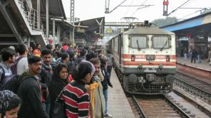 Bild: Trivandrum Rajdhani Express in H. Nizamuddin (Delhi)