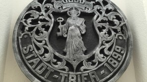 Bild: Gullydeckel aus Trier (1899) (c) Alex Koob