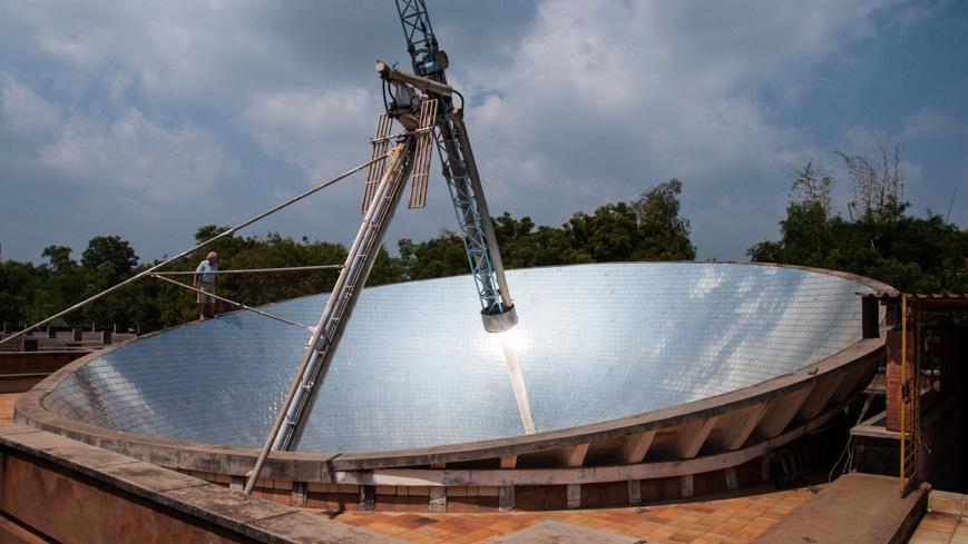 Bild: Solarschüssel der Solar Kitchen in Auroville