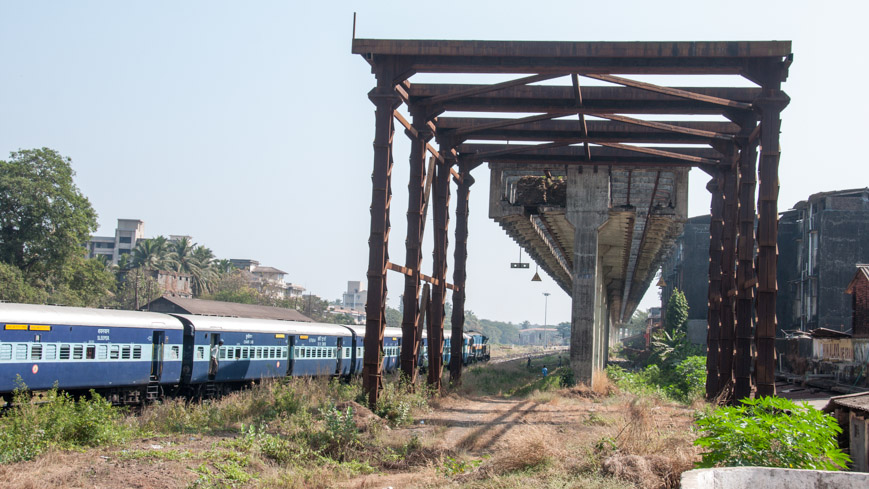 Bild: Skybus Metro Strecke in Madgaon (Margao) in Indien