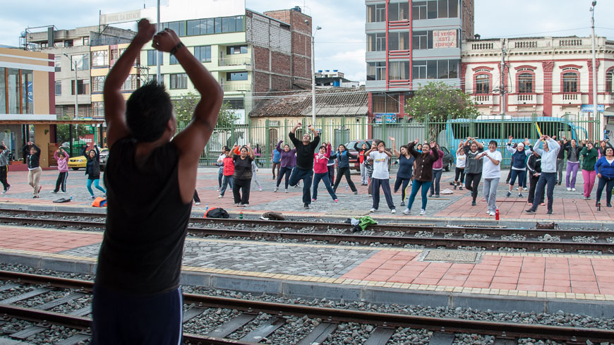 Bild: Aerobic am Bahnhof Riobamba