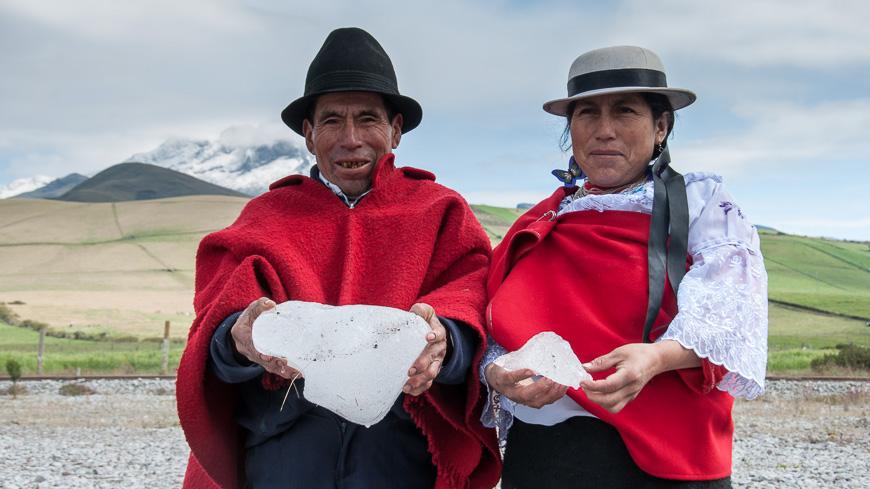 Bild: Baltazar und Puruha Ushca vor dem Chimborazo