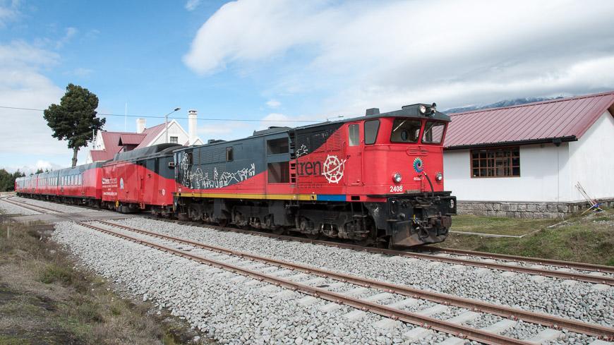 Bild: Tren Crucero (Tren Ecuador) am Bahnhof Urbina