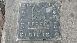 Gullydeckel-Souvenirs von Bahnhöfen in Ecuador