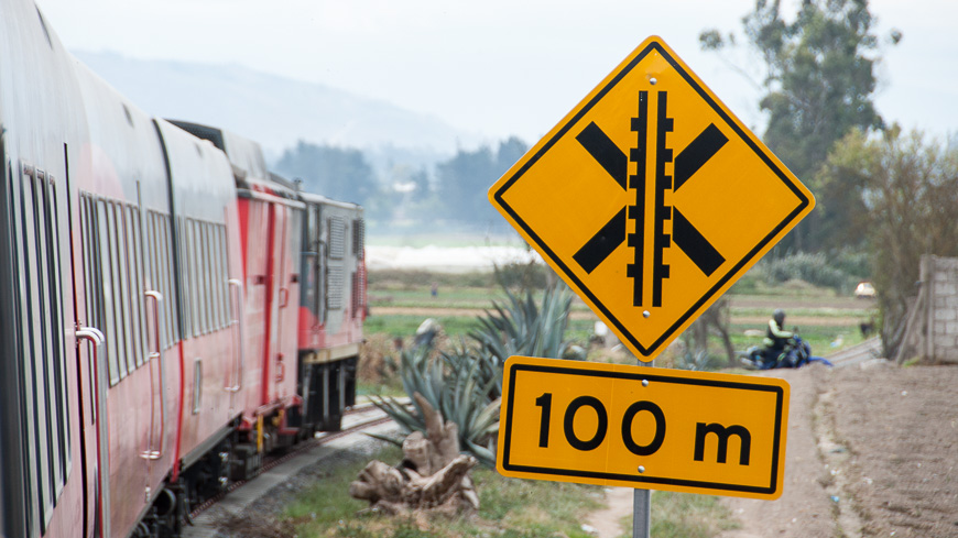 Bild: Tren Ecuador Bahnübergang