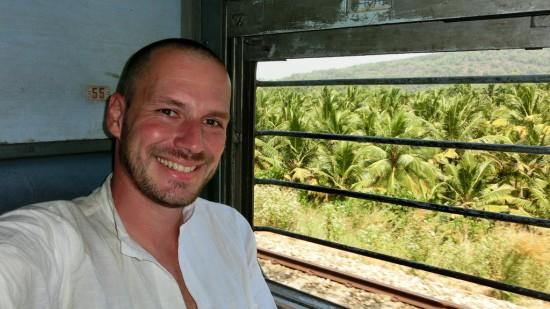 Bild: Gerhard Liebenberger im Zug in Indien