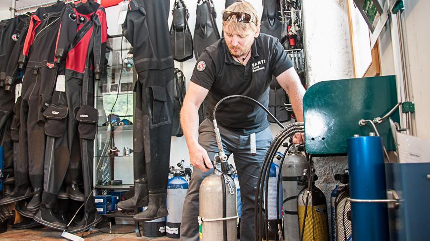 Bild: Bocki bei der Füllstation von Under Pressure