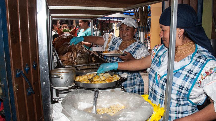 Bild: Hornado am Markt in Otavalo, Ecuador