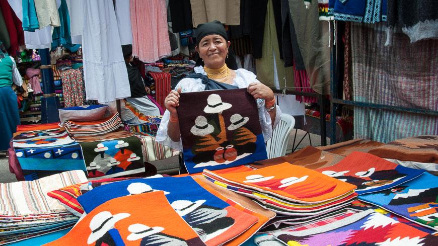 Bild: Kissen am Kunsthandwerksmarkt Otavalo, Ecuador