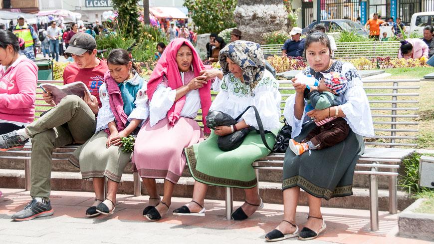 Bild: Plaza Bolivar in Otavalo, Ecuador