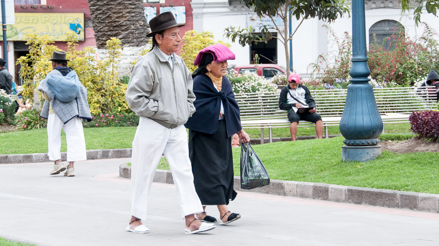 Bild: Plaza Boivar in Otavalo, Ecuador