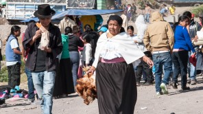 Otavalo: Markt so weit das Auge reicht