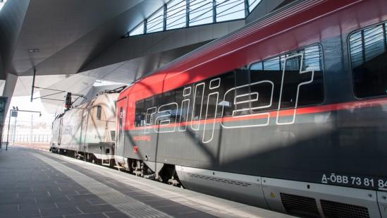 Bild: Railjet in Wien Hauptbahnhof