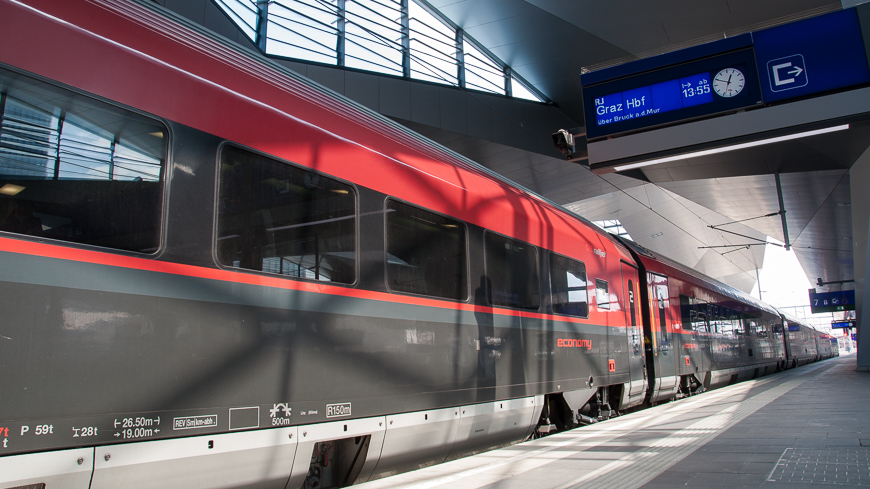 Railjet nach Graz in Wien Hauptbahnhof