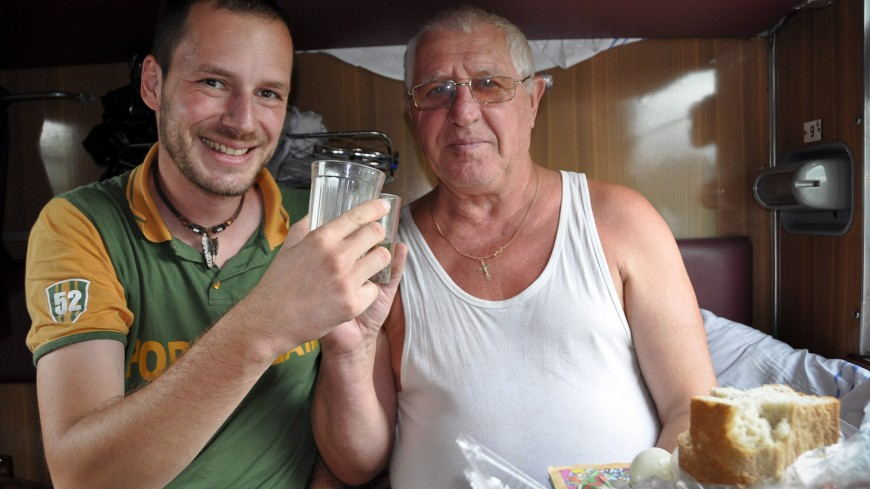 Bild: Essen im Abteil - Transsibirische Eisenbahn