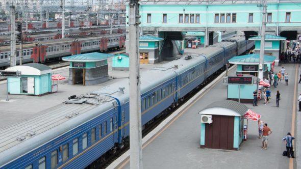Essen und Trinken während einer Zugreise durch Russland erhalten Reisende am Kiosk