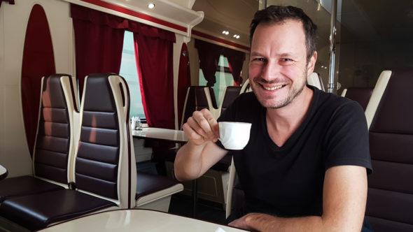 Gerhard Liebenberger im Speisewagen in Russland