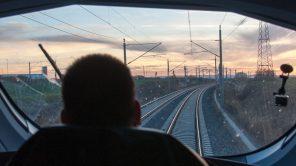 Bild: Führerstand eines ICE T auf der Neubaustrecke Leipzig-Erfurt