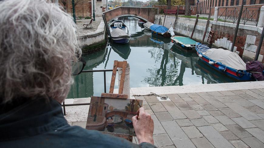 Bild: Maler David Henderson in Venedig