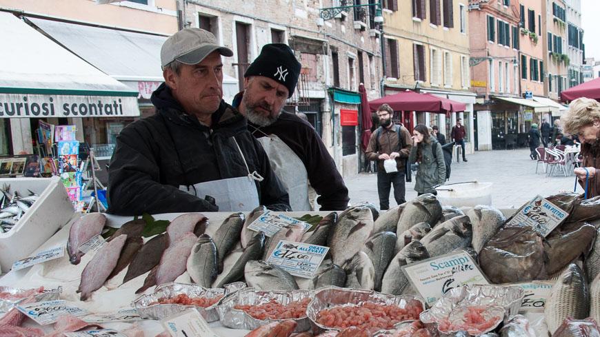 Bild: Fischhändler am Campo Santa Margherita