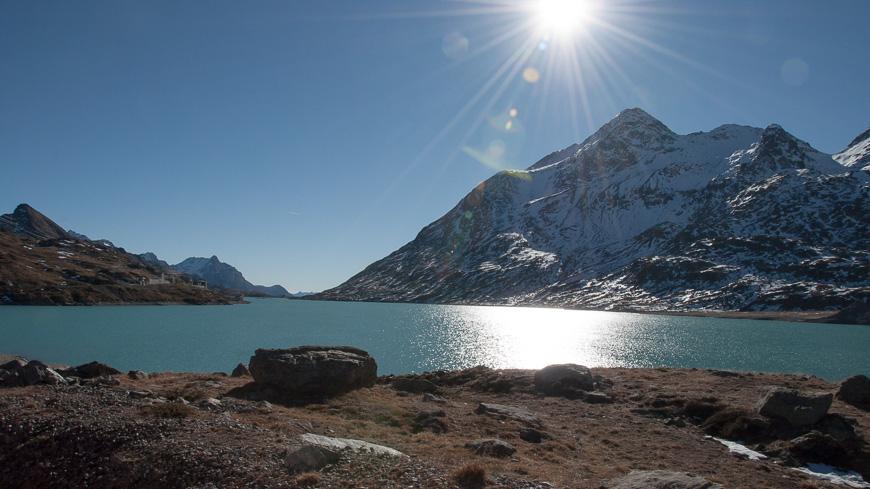 Bild: Stausee und Gletscher
