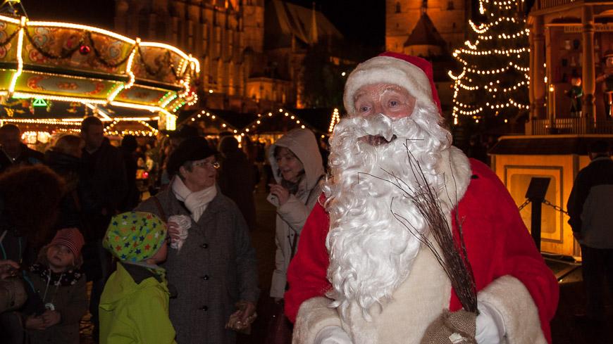 Bild: Weihnachtsmann am Weihnachtsmarkt in Erfurt