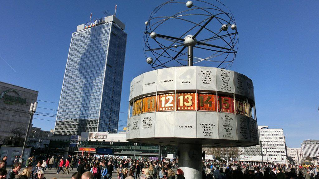 Alexanderplatz und Weltzeituhr in Berlin