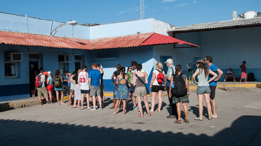 Bild: Schlange stehen in Kuba