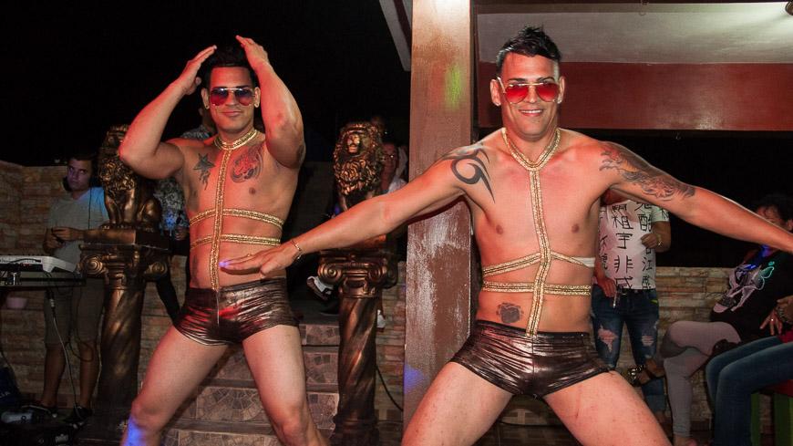 """Bild: Striptease in der """"Villa Sonada"""" in Matanzas"""