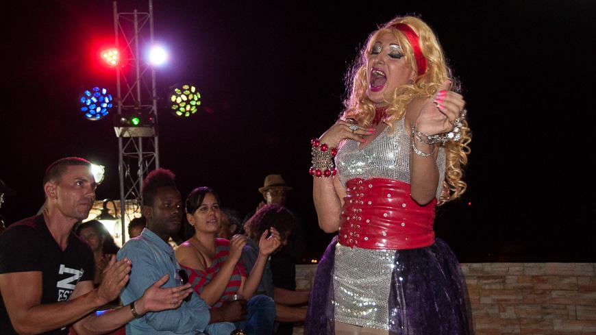 """Bild: Travestie in der """"Villa Sonada"""" in Matanzas"""