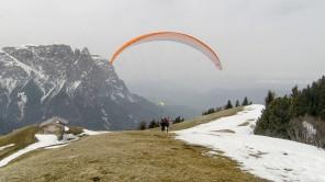 Bild: Erstes Mal Tandem-Paragliding auf der Seiseralm in Südtirol