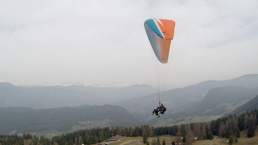 Bild: Erstes Mal Tandem-Paragliding auf der Seiser Alm in Südtirol