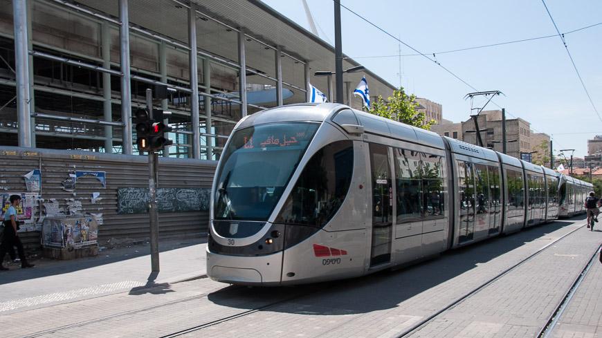 """Bild: Stadtbahn Jerusalem in der Haltestelle """"Central Station"""""""