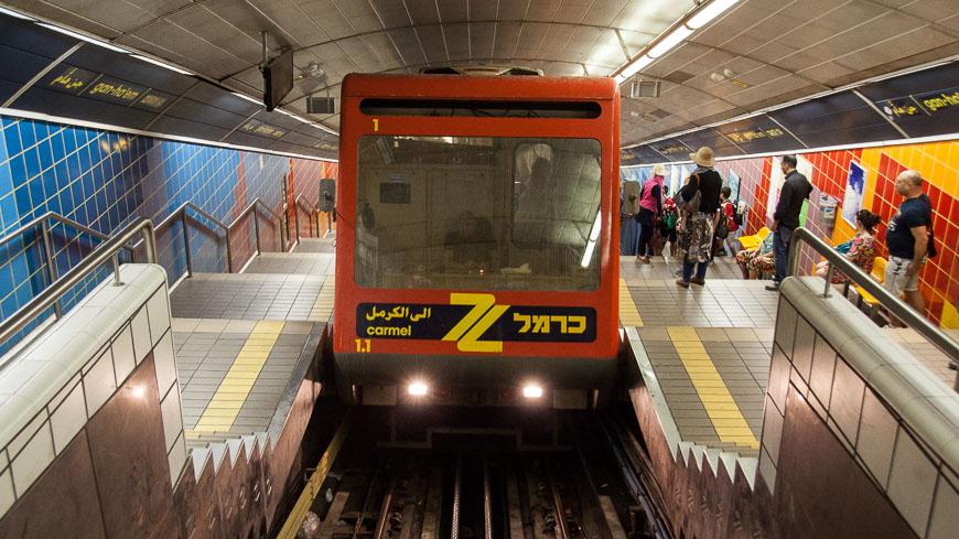 Bild: Karmelit Haifa - Bahnhof Gan Ha'Em