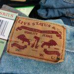 Fake-Jeans am Carmel Markt