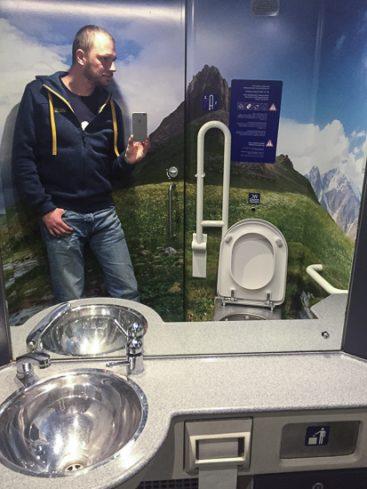Design-Toilette in einer S-Bahn der ÖBB