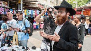 Bild: Stand der Lubawitscher in Tel Aviv